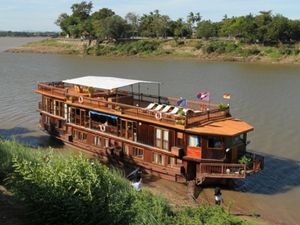 Are there Mekong River tours from Vientiane