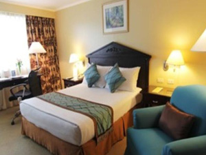 preview BEST WESTERN Oxford Suites Makati Hotel executive queen bedroom