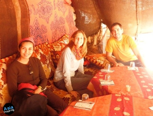 Sahara tour with fellow travelers from Spain