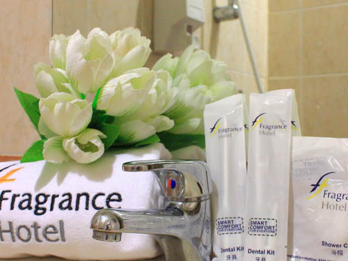 Fragrance Hotel Waterfront Singapore Harbourfront bathroom amenities