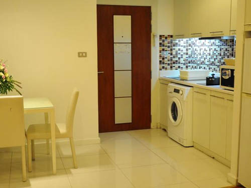 Sathorn Grace Serviced Residence hotel Silom Sathorn dining area and kitchenette